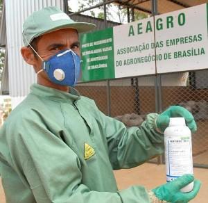 Sistema brasileiro de reciclagem de embalagens de agrotóxicos é exemplo para Moçambique