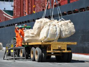 Movimentação de cargas em portos do país cresceu 2% em 2012