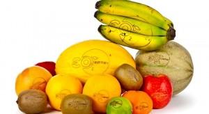 """Frutas e legumes na Europa são """"tatuados"""""""