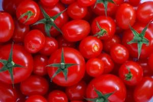Projeto usa pele de tomate para revestir embalagens de alimentos