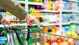 Classes mais baixas puxam retomada do consumo de itens básicos, aponta pesquisa